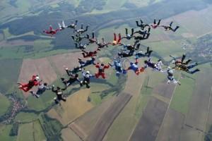 Formationsspringen gehört auch zum Fallschirmsport, Foto © Ulrich Kammertöns - Fotolia.com