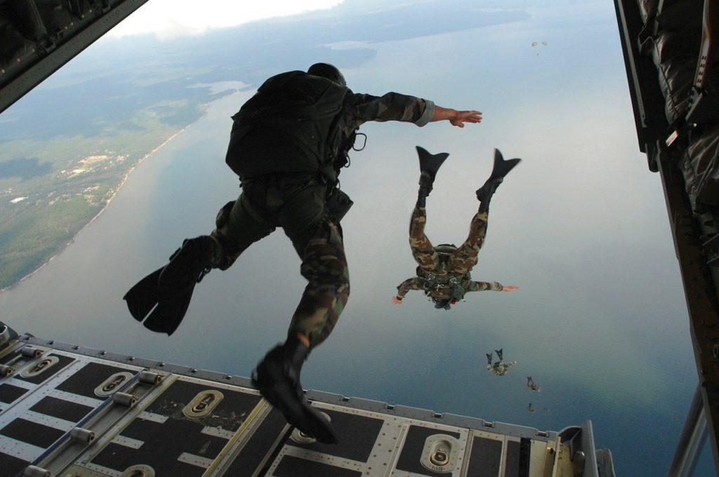 fallschirmspringer beim militär franzosen